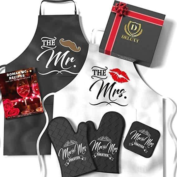 Deluxy Couples Aprons